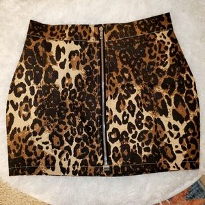 Front zip stretchy leopard mini skirt